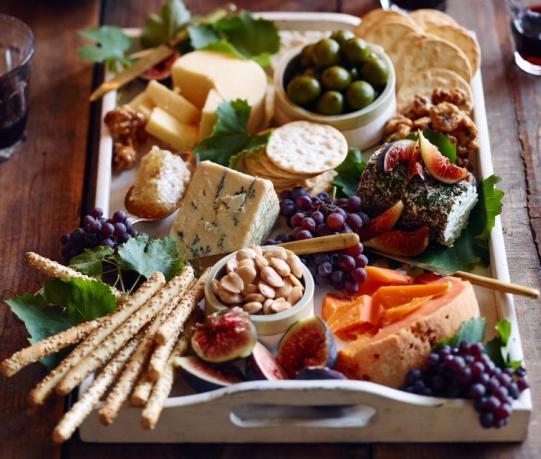 epic-fall-cheese-board-01-e1508291409687.jpg